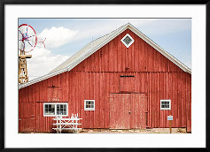 Red Barn by urbanlight